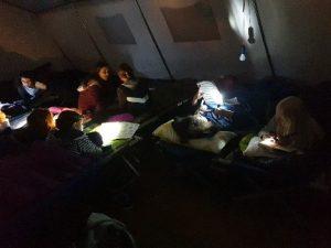 Kinder im Zeltlager