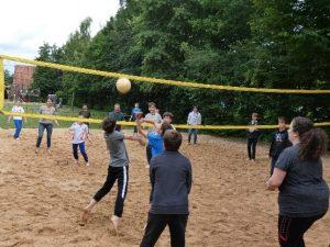 Freizeitgestaltung - Volleyball spielen